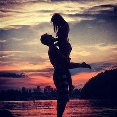 Resultado de imagem para fotos namorados praia tumblr