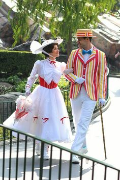 My favorite Disneyland couple!! I would love to be Mary Poppins at the parks! ❤️