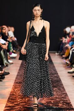 Elie Saab Fall 2020 Ready-to-Wear Fashion Show - Elie Saab Fall 2020 Ready-to-Wear Collection – Vogue - Fashion Week, Fashion 2020, Paris Fashion, Fall Fashion, Fashion Trends, Elie Saab Couture, Elie Saab Bridal, Elie Saab Spring, Online Dress Shopping