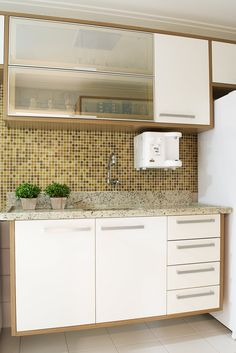The kitchen is an important part of a house. Every home needs a kitchen or cooking a meal. Kitchen can be seen as a storage room, where you can your food, supplies, and so on save. Kitchen Sets, Kitchen Cupboards, Home Decor Kitchen, Kitchen Furniture, Home Kitchens, New Kitchen Designs, Modern Kitchen Design, Interior Design Kitchen, Condo Design