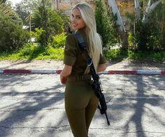 Beautiful women in Israel Defense Forces - IDF Army Girls - Israel Military Women - Israeli Female Soldiers Idf Women, Military Women, Israeli Female Soldiers, Military Girl, Girls Uniforms, Girls In Uniform, Malta, Pinup, Hot Girls