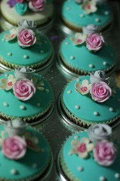 Vintage looking cupcakes.