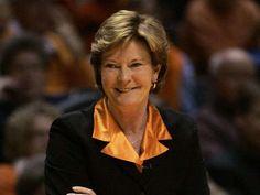 Legendary Tennessee coach Pat Summitt dies at 64