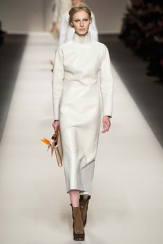 Fendi Fall 2015 Ready-to-Wear Collection Photos - Vogue White Fashion, I Love Fashion, Fashion Show, Fashion Looks, Fashion Design, Fendi, 2015 Fashion Trends, Milano Fashion Week, Fall Wedding Dresses