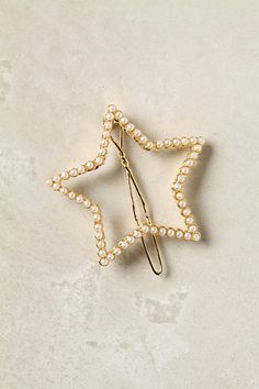 This pearl star hair clip would be perfect for New Year's Eve!