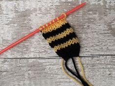 Teeny Tiny Bee - Free Knitting Pattern - tippytupps Knitted Poppy Free Pattern, Owl Knitting Pattern, Knitted Doll Patterns, Animal Knitting Patterns, Christmas Knitting Patterns, Free Knitting, Crochet Patterns, Knitting Toys, Knitting Charts