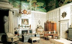 Queen Mary's Dollhouse-Windsor Castle