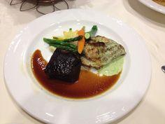 Wedding meal - braised short ribs and cilantro pesto chicken
