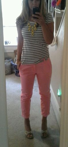 Pink cropped skinny jeans. striped tee.