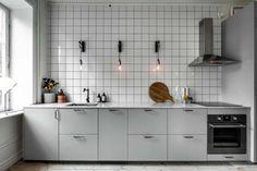 Minimal kitchen with an industrial touch Minimal kitchen with an industrial touch – COCO LAPINE DESIGN Kitchen Tiles, Kitchen Dining, Kitchen Cabinets, Kitchen Grey, Minimal Kitchen, Modern Kitchen Design, Kitchen Designs, Grey Kitchens, Cool Kitchens