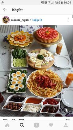 Kahvaltı sunum Breakfast Presentation, Food Presentation, Breakfast Platter, Breakfast Buffet, Plats Ramadan, Turkish Breakfast, Food Platters, Food Decoration, Food Design