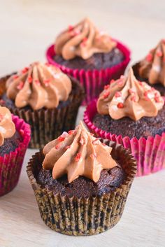 Valentine's Day Idea: Mini Chocolate Cupcakes with Chocolate Cream Cheese Frosting Best Chocolate Cupcakes, Yummy Cupcakes, Cupcake Cookies, Mini Cupcakes, Cupcake Cupcake, Velvet Cupcakes, Cupcake Frosting, Chocolate Desserts, Köstliche Desserts