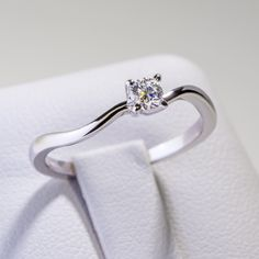Inel de logodna solitaire cu patru gherute ES11 Heart Ring, Engagement Rings, Jewelry, Enagement Rings, Wedding Rings, Jewlery, Jewerly, Schmuck, Heart Rings