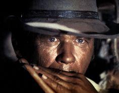 L'homme a L'harmonica. Il Etait une fois dans L'ouest. Il joue aussi de la gachette.  :)