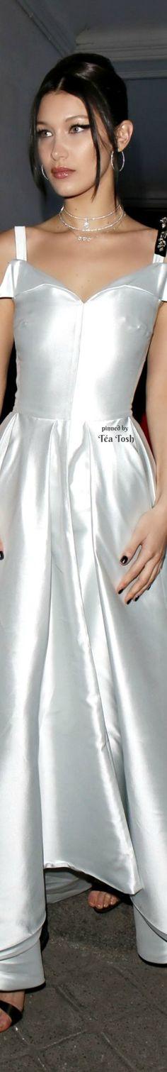 ❇Téa Tosh❇ Bella Hadid at Paris Fashion Week – Christian Dior Show