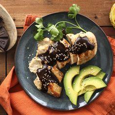Mole de Pollo en Olla de Cocción Lenta – Sabores tradicionales se mezclan perfectamente en este auténtico plato hecho fácil.