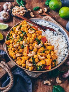 Cremiges Kürbis-Kichererbsen-Curry mit Spinat und Cashews