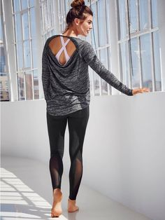 Can I please have this entire outfit?! Love the mesh inset on the leggings, cross-back sports bra, and cut-out long sleeved top.