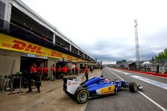 Felipe Nasr puls out of the garage Canada practice