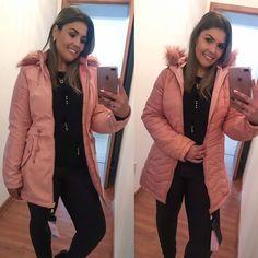 Nossa parka reversível MARAVILHOSA 💕 disponível em rosa e preto 😍♥️ . #parka #parkareversivel #moda #ootd #boatarde #serragaucha #gramado Merci Boutique, Canada Goose Jackets, Winter Jackets, Fashion, Lawn, Black, Pink, Winter Coats, Moda