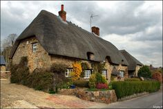 Absolutely beautiful cottage, I want... but its in England