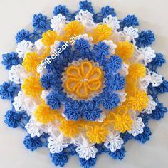 Görüntünün olası içeriği: 1 kişi, çiçek Crochet Doily Diagram, Crochet Doilies, Erdem, Baby Knitting Patterns, Hand Embroidery, Pandora, Blanket, Artwork, Jewelry
