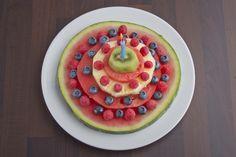 Geniale Idee für den Hochsommer: eine Torte, die nur aus Obst besteht....
