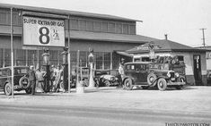 Vintage Cars Classic 27 Fascinating Pictures Of Vintage Gas Stations - Tbt. Old Gas Pumps, Vintage Gas Pumps, Pictures Of Gases, Old Pictures, Old Garage, Garage Art, Oil Service, Automobile, Old Gas Stations
