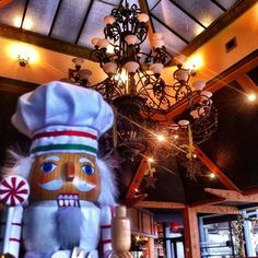 #cookingnutcracker wandering around the main dining room @seasonsinqepark
