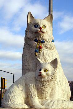 AdictaMente: Curiosos monumentos a los gatos, alrededor del mundo.