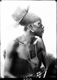 DUBA, A MANGBETU CHIEF, BROTHER OF DANKA, SON OF AZANGA. PLASTER CAST TAKEN. PORTRAIT 3/4 VIEW, (NEARLY FRONT). Locale: RUNGU, CONGO BELGE