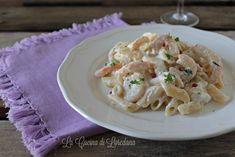 pasta con gamberetti e ricotta Ricotta, Polenta, Potato Salad, Food And Drink, Potatoes, San Valentino, Ethnic Recipes, Kitchen Tips, Cooking