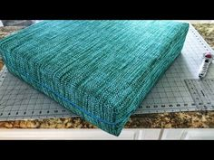 BEST DIY boxed cushion cover tutorial - The Crafty Realtor - Easy DIY cushion COVER with boxed corners and extra long zipper! Patio Cushion Covers, Making Cushion Covers, Box Cushion, Pillow Covers, Cushion Cover Pattern, Cushion Tutorial, Pillow Tutorial, Zipper Tutorial, Tutorial Diy