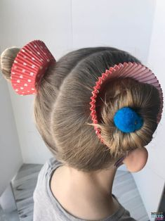 These cupcake hair buns are quick and easy for crazy hair day at school! These cupcake hair buns are quick and easy for crazy hair day at school! Crazy Hair Day Girls, Crazy Hair For Kids, Crazy Hair Day At School, Short Hair For Kids, Crazy Hair Days, Crazy Hair Day For Teachers, Crazy Day, Crazy Girls, Baby Girl Hairstyles