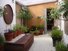 Small gardens for houses and apartments - Backyard Landscaping Terrace Garden, Garden Spaces, Potted Garden, Porch Garden, Small Gardens, Outdoor Gardens, Small Outdoor Spaces, Backyard Playground, Small Garden Design