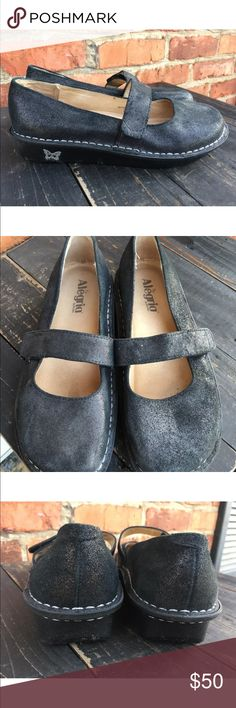 ALEGRIA Black Leather Mary Jane 37 Shimmer Glitter This is a gorgeous pair of shoes by Alegria! They are a beautiful black leather with Velcro closure. They are size 37 and fit 7 - 71/2. They were worn once and in excellent condition CBL Alegria Shoes Mules & Clogs