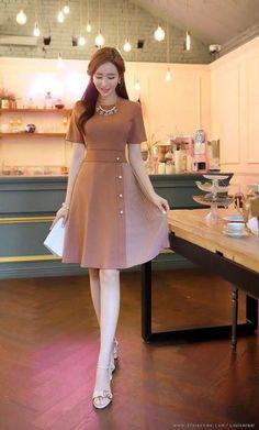 48 Ideas for moda coreana vestidos elegantes Simple Dresses, Cute Dresses, Beautiful Dresses, Casual Dresses, Short Sleeve Dresses, Style Outfits, Classy Outfits, Dress Outfits, Summer Outfits