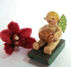alte Wendt & Kühn Figur Engel mit Schlitten und Muff Engelchen mit Muff / ae 901