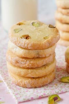 10 receitas de biscoitos simples e muito saborosos - 10 receitas de biscoitos simples e muito saborosos – Danielle Noce Source by Cookie Desserts, Holiday Desserts, Cookie Recipes, Biscuit Cookies, Yummy Cookies, Biscuits, Sweet Bread, I Love Food, Sweet Recipes