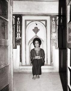 vintage everyday: Photos of Elizabeth Taylor in Iran, 1976