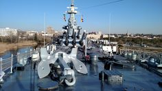 She was built to duke it out with other battleships. The base of the turret is attached to the bottom of the ship. The fire control mast is above the turrets. Uss Oklahoma, Uss North Carolina, Us Battleships, Cattle Drive, Capital Ship, Navi, Army Vehicles, United States Navy, Military Life