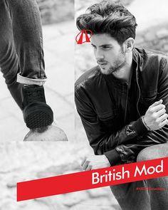 Ardiles Sneakers Lovers, buat fans berat band British era 80-an, jaket dengan siluet ramping adalah tampilan paling keren sepanjang masa.  Tampilan ramping dengan jaket sebagai aksen dominan ini dikenal dengan gaya British Mod. Konsep gaya klasik ini adalah busana ramping, rapi, dan proporsional. Unsur utamanya adalah baju polo dan jaket denim yang dikancingkan sempurna. Untuk celana, gaya British Mod modern cocok dengan celana jeans yang slim-fit dengan lengan celana dilipat rapi agar…