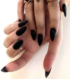 BLACK POINTY NAILS ^•^
