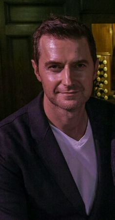 Do you know this guy @gpg44?? Oh yes, I think you do AND saw him the other day *wink* Happy Thursday! Get some rest.