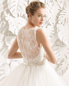Vestido de noiva vestido de tule, renda e brilhantes. Coleção 2017 Rosa Clará