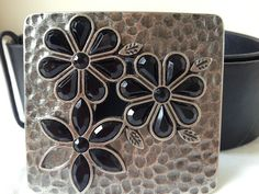 Vintage wide black leather belt with hammered metal buckle with daisies L