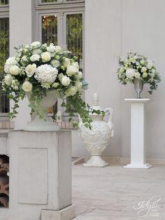 Aranjamente florale exterioare nunta Glass Vase, Bride, Weddings, Home Decor, Wedding Bride, Homemade Home Decor, Bridal, Wedding, The Bride