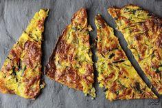 Crackers cu zucchini și mozzarella – fără gluten - Home is where you cook Mozzarella, Crackers, Vegetable Pizza, Guacamole, Quiche, Zucchini, Gluten, Cheese, Vegetables