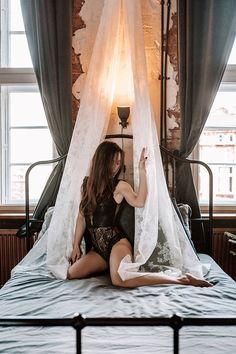 Buduarowa sesja kobieca w domu – Ania Mioduszewska Fotografia Outdoor Furniture, Outdoor Decor, Photoshoot, Crown, Portrait, Bed, Photography, Home Decor, Corona