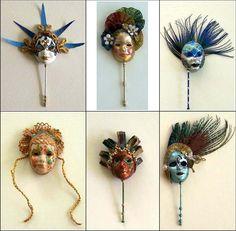 Venetian masks in miniature. Dollhouse Accessories, Barbie Accessories, Diy Dollhouse, Dollhouse Miniatures, Awesome Masks, Polymer Project, Creation Crafts, Mask Shop, Venetian Masks